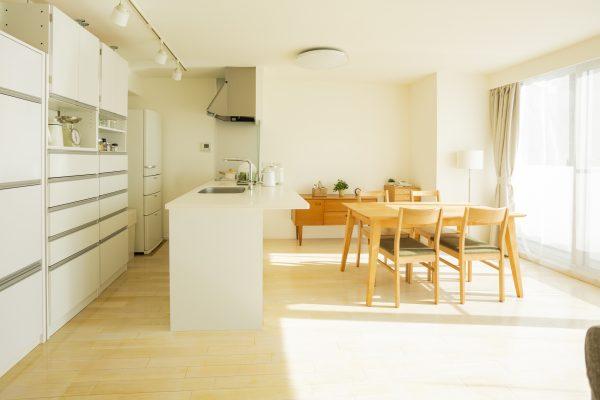窓ガラスコーティングを住宅や施設に導入するメリットは?強度が増すだけはないさまざまな効果を解説